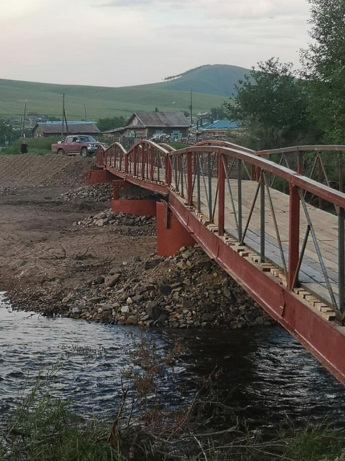 Пешеходный мост в селе Усть-Наринзор Сретенского района Забайкалья