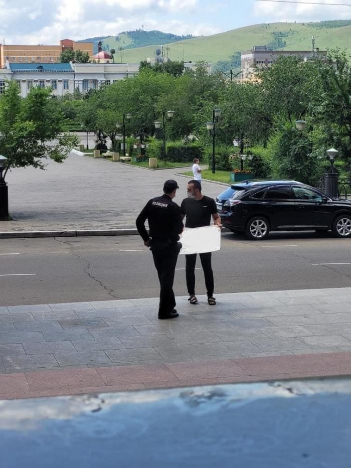 Сторонник Навального у администрации губернатора Забайкалья